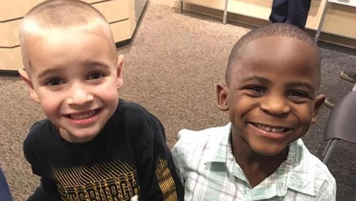 Garoto de 5 anos corta o cabelo igual ao do amigo para tentar enganar professora