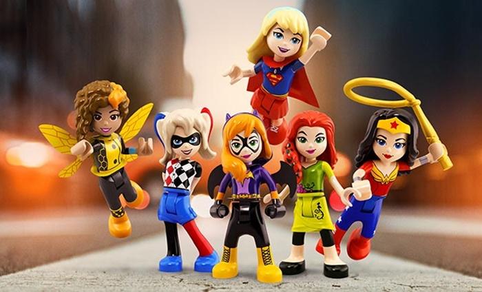 Lego lança coleção de super-heroínas para representar meninas