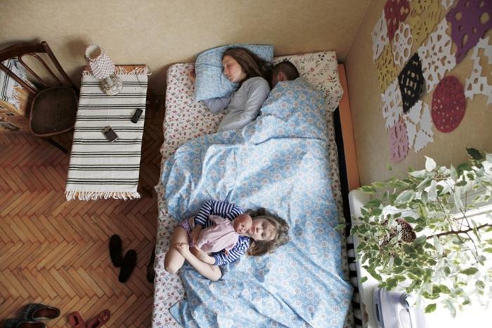 pais-dormindo-17