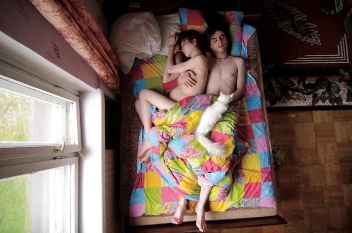 20 Fotos que mostram como é o sono de casais na gravidez
