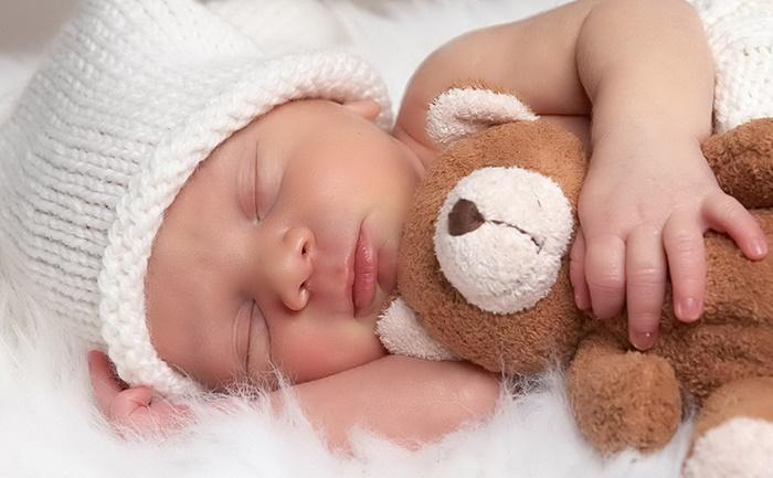 Filhos que dormem cedo deixam pais mais felizes