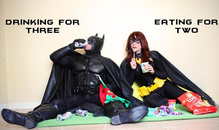 Casal anuncia gravidez com ensaio de Batman e Batgirl