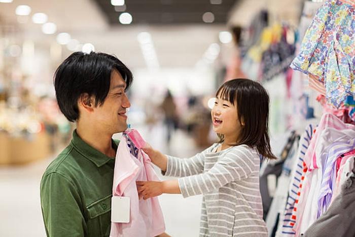 Pais chegam a gastar até 30% mais com meninas