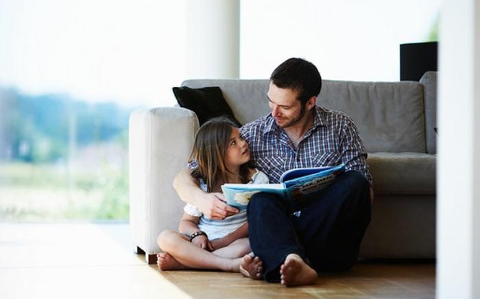 Pais se comportam diferente na criação de filhas e filhos