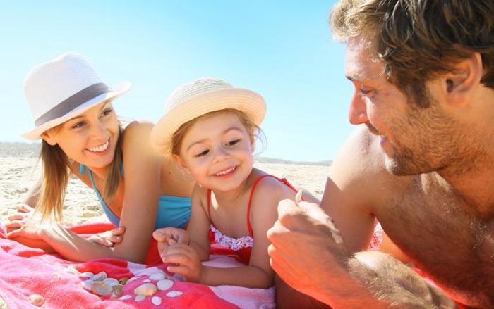Viajar proporciona mais felicidade e inteligência para seu filho do que brinquedos ou festas