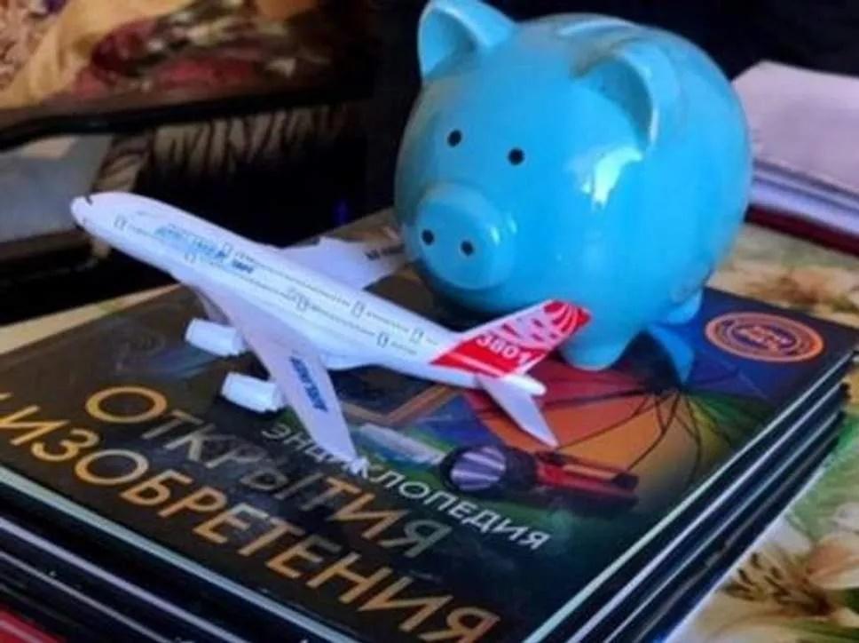 Criança de 8 anos sai de casa com cofrinho e deixa bilhete dizendo que foi 'viajar pelo mundo'